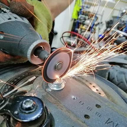 Reparacion patineta electrica. Taller mecánico.